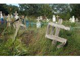 Cruci si troite de lemn in cimitirul din Butoiesti - Biserica de lemn din Butoiesti #3