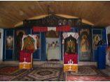 Iconostasul bisericii dupa restaurare. Foto: 2001. - Biserica de lemn din Izvoarele #2