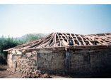 Partea de nord dupa ce s-a decopertat de lut si de tigla, foto 2001. - Biserica de lemn din Izvoarele #3