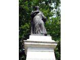 Statuia domnitorului Constantin Brancoveanu aflata in curtea bisericii - Biserica Sfantul Gheorghe Nou #2