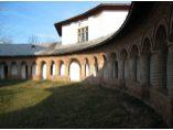 Chiliile din partea de sud a bisericii - Manastirea Glavacioc #4