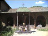 Troita din curte - Manastirea Plumbuita #9